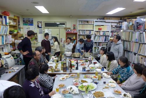 歳末です!大学院集中講義「国際文化遺産保護法」と「尹東柱の詩を読み継ぐ2015実行委員会」まぜまぜ忘年会も、いいねえ。