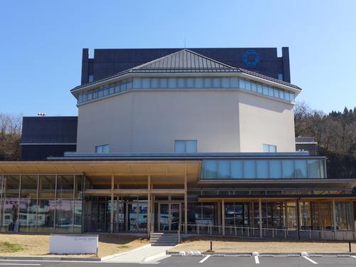 竹田市総合文化センター〈グランツたけた〉の輝きを探して〜朝倉文夫作「三相」は「智・情・意」ならん
