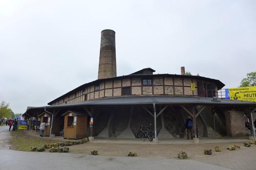 ふ印ボスのドイツまち歩き便り 街全体が赤レンガのベルリン。きっと19世紀後半に連続焼成を可能にしたホフマン窯があるに違いない。いったいそれはどこで焼かれていたのか?