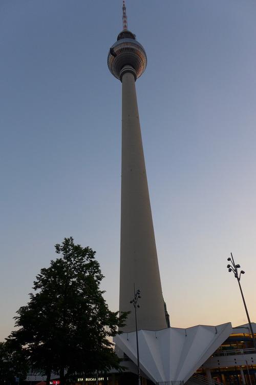 ふ印ボスのドイツまち歩き便り 旧東ベルリンのテレビ塔から黄昏ベルリンを見れば!