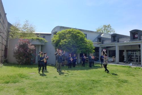 2018年4月21日(土)昼過ぎ、丸尾焼の中庭でも練習につぐ練習!牛深ハイヤ祭りの本番は近い!!