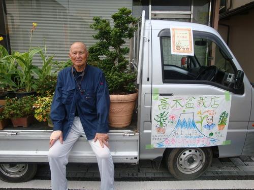 2013年6月23日(日)おなじみ第4日曜日の朝は「湯ったり菊池の軽トラ朝市」を勝手にどんどんサポート。みなさ〜ん、似顔絵書かせてもらいます!よかですか 編