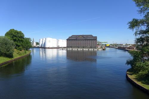 ふ印ボスのドイツまち歩き便り 19世紀西欧では後塵を拝したドイツの産業革命展開期、河川・運河による舟運と鉄道交通が連結!シュプレー川河畔遺構を発見。