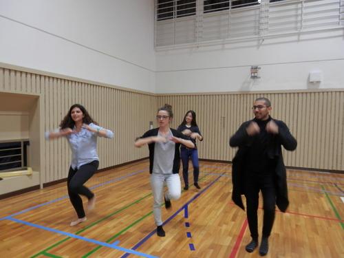 今年は留学生がいっぱい参加します。牛深ハイヤ祭りの踊り練習。2015.4.14