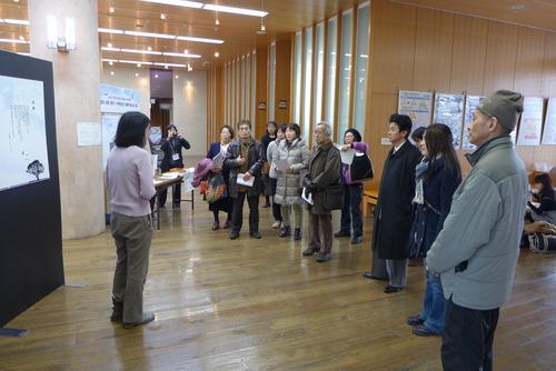 尹東柱没後70周忌『尹東柱の詩を読み継ぐ2015』展示会に多くのお客様が来訪!
