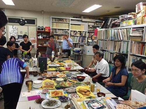 8月10日(水)M2張榮さんのドイツへの交換留学への門出をお祝いと、M2吉峰さんのフィンランドからの無事帰還を機に、藤原研究室では歓送迎会を開催致しました