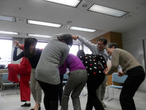 ふ印ラボのOB・同人で体奏家の新井英夫さん、介護現場にアートを運ぶ・アートデリバリーのワークショップをする!これからの時代かなり大切!しかもいけてる!!