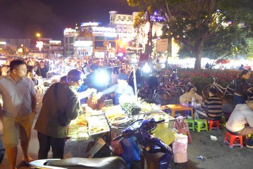 Minh Hanh女史と歩く〜Da Latのナイトマーケット堪能!
