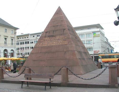 65724_1_Pyramide