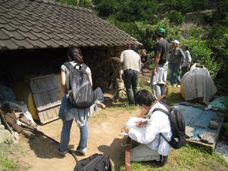 津久見市の梶野耕生さん、加茂恵介さんが、藤原惠洋研究室を主軸とした調査団を招聘、ついにみかん小屋を徹底分析!