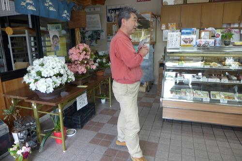 オリニギリ新田知生・愛子夫妻、松下蒲鉾店にて松本明生さん手づくり塩、そして丸尾焼て作品購入!