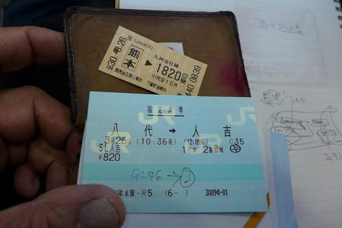 球磨川沿いに鳴り響く汽笛一声、黒煙と白煙を吐き上げながら猛烈な勢いで肥薩線を駆け抜けるSL人吉号で人吉市へ小さな旅を楽しみました。