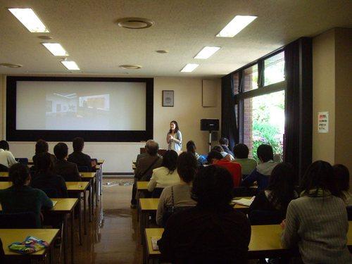 芸術文化環境論の第1回学外演習は福岡市内の美術館三館を踏査しました