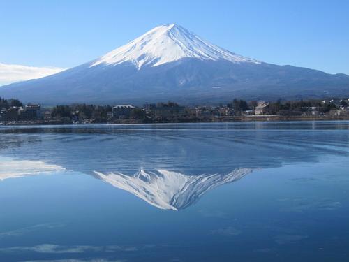 毎日新聞社説:富士山の1年 環境と観光の調和を