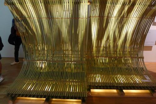 東京ステーションギャラリーにて開催中、素材だらけ!の「くまのもの 隈研吾とささやく物質、かたる物質」開催中。会期は2018年3月3日から5月6日まで。観たい人は急げ!!