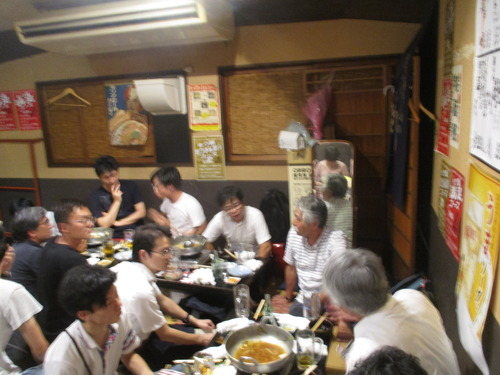 2017年8月4日(金)夜、ジム・クマさんの就職お祝い会+吉峰拡さん修論発表会ねぎらい宴を開催しました〜