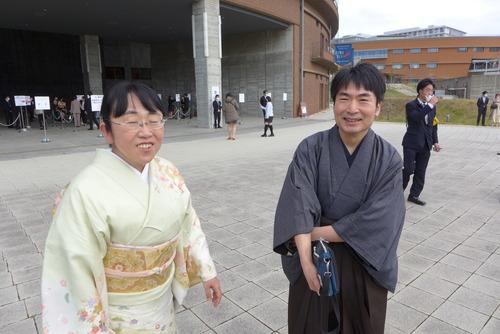 2021年3月24日(水)九州大学学位授与式(卒業式)が挙行されました!いわいちかさん、松内紀之先生、博士(芸術工学)学位授与おめでとうございます!!