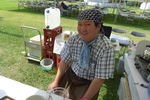 オリニギリ新田知生・愛子夫妻、花菖蒲祭りで下浦石工でカフェマスターの千葉友平さんと対面!