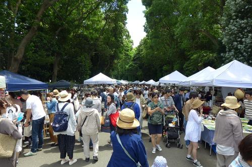 2018年5月20日(日)、福岡市の護国神社参道を用いて大規模な蚤の市開催!