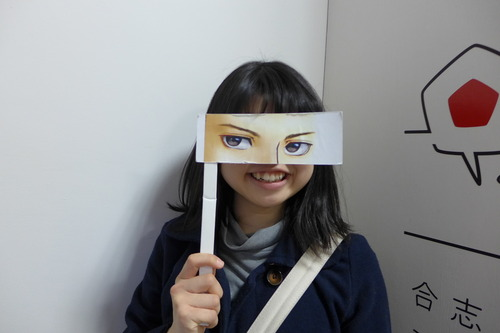 謎の九州大学女子学生、熊本県合志市マンガミュージアムで変身!