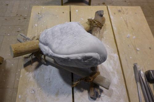 アルテピアッツア美唄で白大理石を彫り続けること