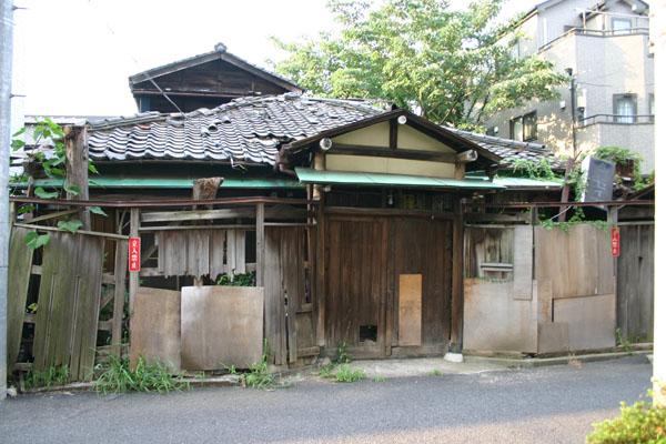 廃墟酒の店セイカ