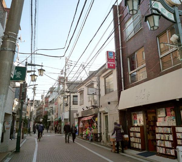 朝陽昼の松山通り