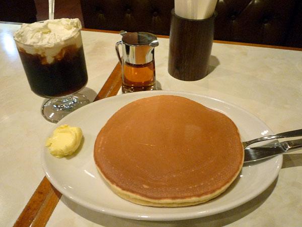 珈琲家東上野ホットケーキとアイスウィンナー