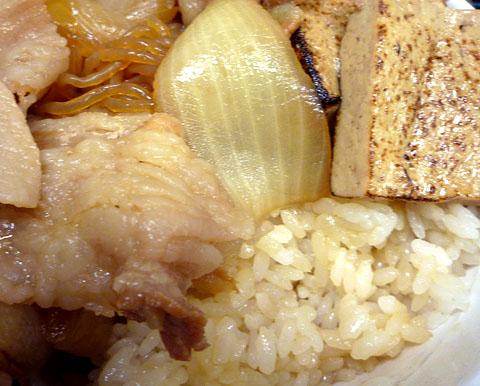 豚すき焼き丼中身UP@麺丼屋