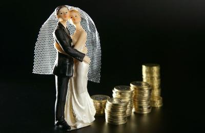 婚約者が10年上の35の男で手取り14万くらいしかないから親に結婚反対されてる どうしたらいいんだろ