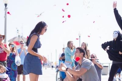中国人御曹司、白人美女にフラッシュモブでプロポーズするも嫌だとフラれてブチ切れ