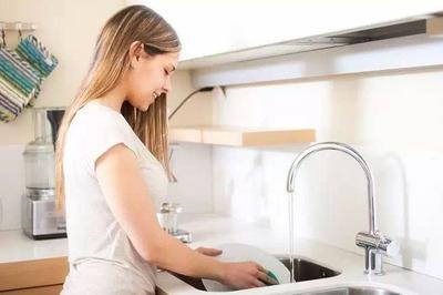 日本の女性は他国と比べ手間かけすぎと専門家 毎食後に食器を洗う アメリカ8.3% スウェーデン7.7% 日本55.5%
