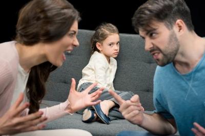 三大息子・娘にしたらいけないこと「否定するばかりで褒めない」「過干渉」