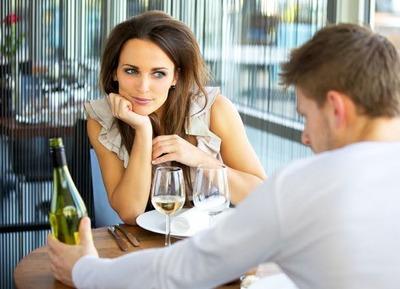 会社の先輩と付き合ってるんだけど最近結婚したいなー感をすごい出してくる 付き合い始めは結婚とか重いこと考えなくていいよって言ってたのに