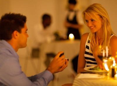 自衛官の彼氏の誕生日会で彼氏からサプライズプロポーズをされたのだが 突然仲の良かったA子が発狂しだした