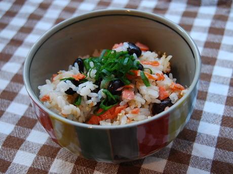 黒豆と鮭の混ぜご飯