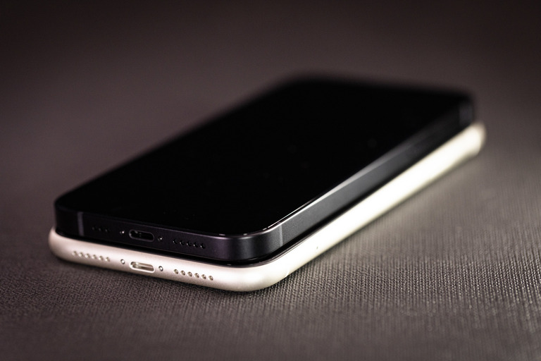 iphone12PAR54871_TP_V