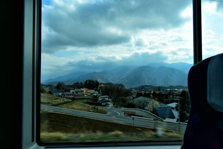 大都市と地方都市を結ぶ高速バスを運転していました。