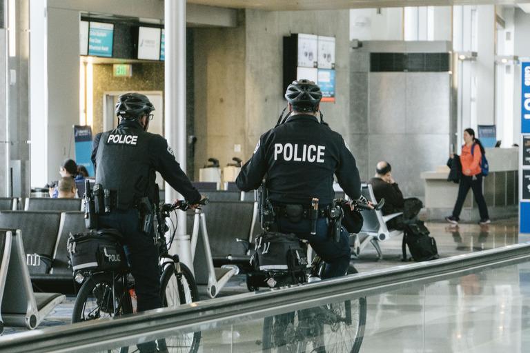 POLICEMEN_DSC04717_TP_V