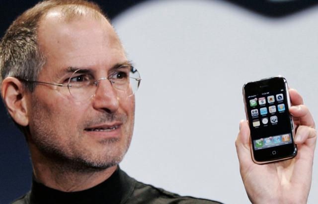 steve-jobs-iphone-first-generation1