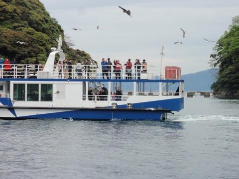 伊根湾と客船