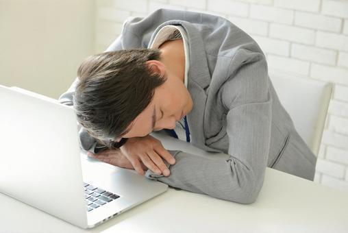 上司「あのさ、休憩中に会社で昼寝はやめない?」新入社員「え?なんでですか?」