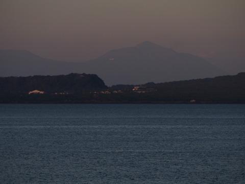 高千穂峰と飛行機