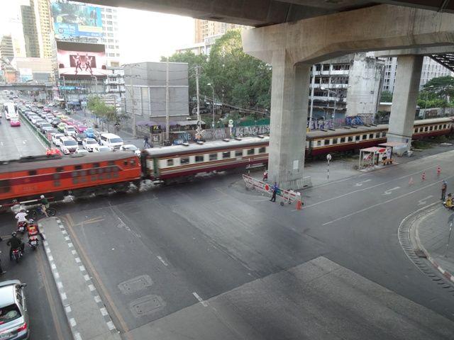 ARLマッカサン駅(バンコク 2016...
