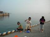 今治港で魚釣り