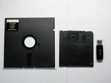 フロッピーディスクとUSBメモリ