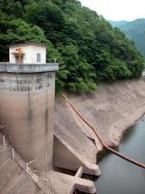 水位が低下した某ダム-050611