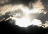 雲の合間からの初日の出