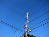 電柱と秋空