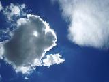 輪郭が輝く雲